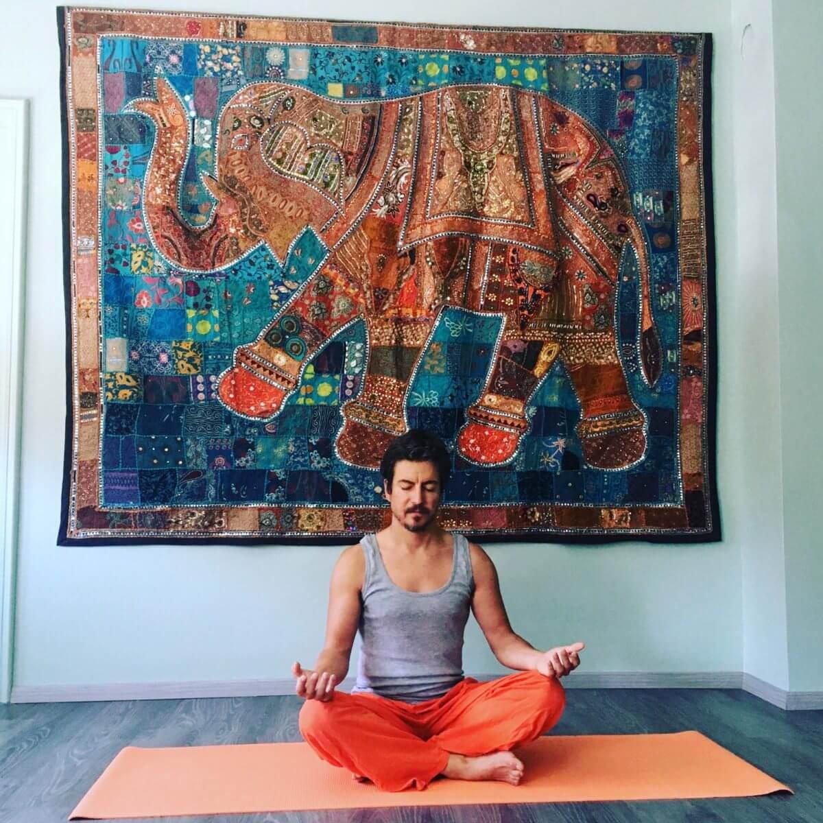 yoga base - Devanagari - Centro Yoga Aosta